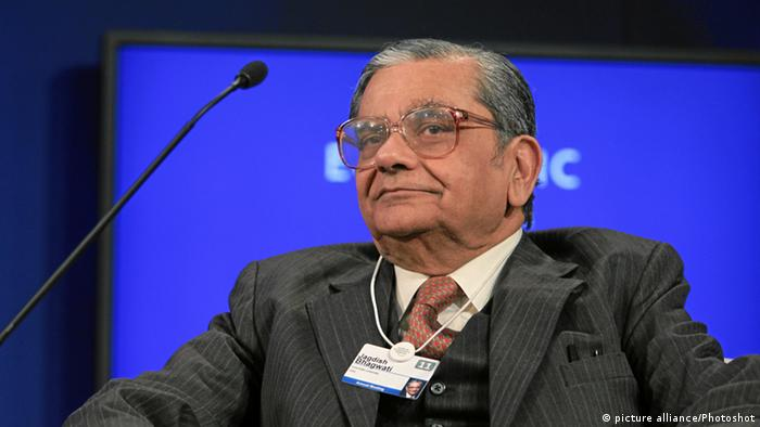 DAVOS/SWITZERLAND, 28JAN11 - Jagdish Bhagwati, Professor, Columbia University, USA listens during the session 'Revitalizing Global Trade' at the Annual Meeting 2011 of the World Economic Forum in Davos, Switzerland, January 28, 2011. World Economic Forum pixel