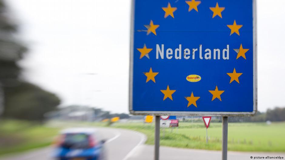 Информационный щит, означающий въезд в Нидерланды