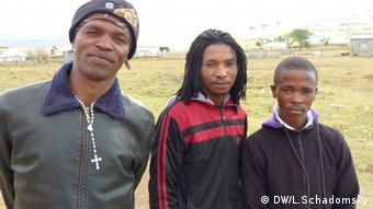Three young men in Mandela's birth place Qunu Photo: DW/Ludger Schadomsky