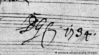 A close-up of the phrase Soli Deo gloria on a score by Bach (c) picture-alliance/akg-images