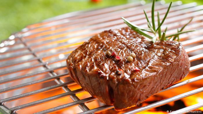 Steak auf Grill (Fotolia/stockcreations)