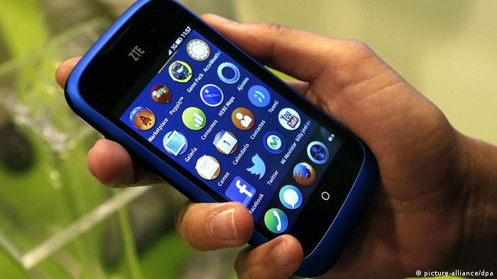 Spanien Handy Smartphone ZTE Open mit Firefox Betriebssystem (picture-alliance/dpa)