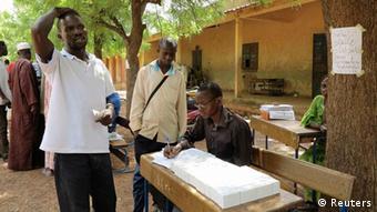 Mali Präsidentschaftswahl Wähler Wahlunterlagen