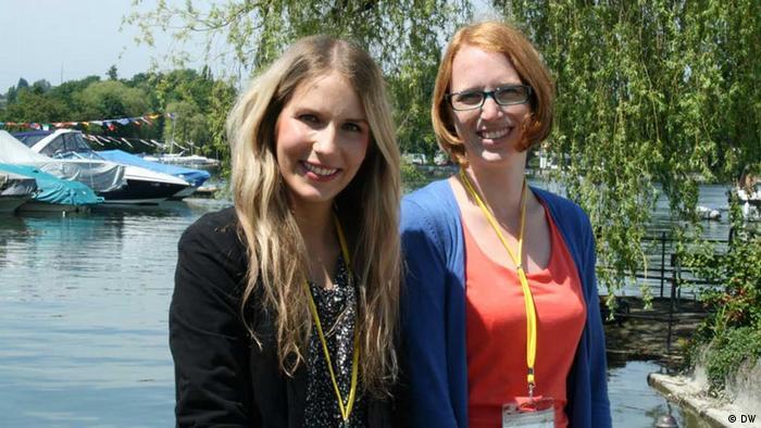 Projekt Zukunft, DW Bildbeschreibung: Gianna Grün (rechts) und Hannah Fuchs (links) am Bodensee beim Nobelpreisträgertreffen in Lindau 3.7.2013