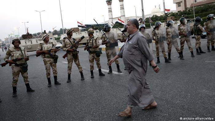 Soldiers blocking the way in one of the city streets on 04 June 2013 in Cairo in Egypt. Photo: IAR-TASS/Denis Vyshinsky