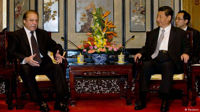 Pakistani Prime Minister Nawaz Sharif (L) talks to Chinese President Xi Jinping during a meeting at the Diaoyutai State guest house in Beijing July 4, 2013 (Photo: REUTERS/Ng Han Guan/Pool)