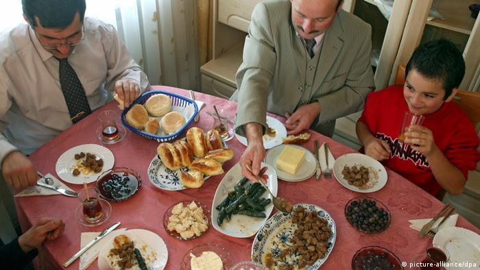 Fastenbrechen Ramadan Essen Zuckerfest Familie Religion Tradition