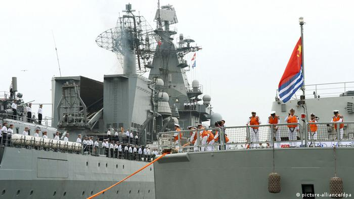 ©Kyodo/MAXPPP - 05/07/2013 ; VLADIVOSTOK, Russia - A Chinese naval ship (R) enters the port of Vladivostok in the Russian Far East on July 5, 2013, to take part in a joint naval exercise between Russia and China. A Russian missile cruiser is also seen to the left. (Kyodo)
