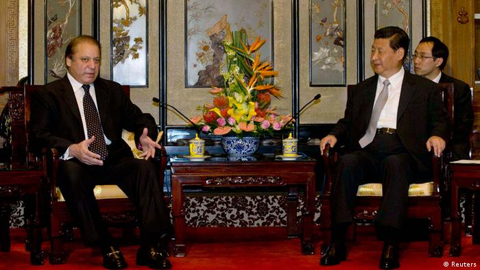 Pakistan's Prime Minister Nawaz Sharif (L) talks to Chinese President Xi Jinping during a meeting at the Diaoyutai State guest house in Beijing July 4, 2013. (Photo: Reuters)