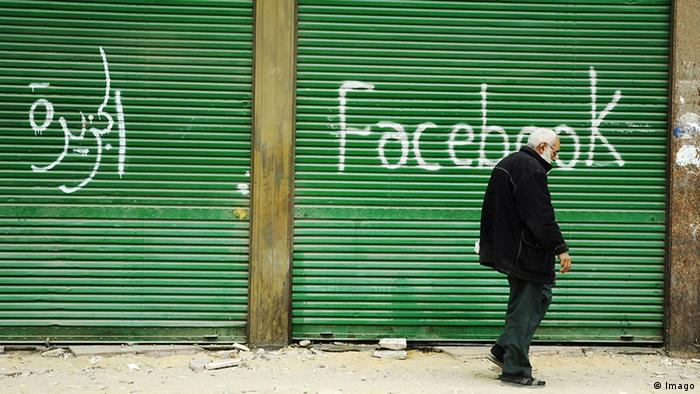 Facebook spraypainted next to Arabic word on wall in Cairo. (Copyright: imago/GranAngular)