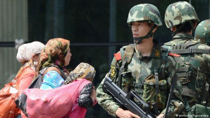 China Xinjiang Urumqi Polizei 05.07.2013 (picture-alliance/dpa)