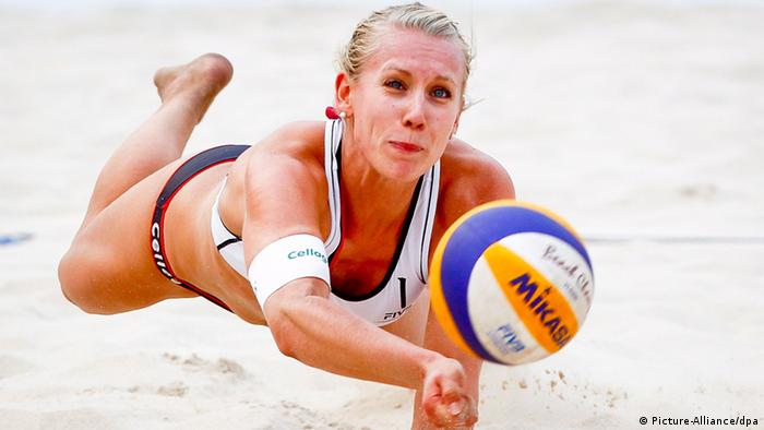 German beach volleyball duo shun Qatar over bikini ban - DW (English)16933425_401