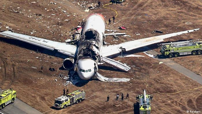 Search and rescue officials surround an Asiana Airlines Boeing 777 plane after it crashed while landing at San Francisco International Airport in California on July 6, 2013. The plane, with 307 people on board, crashed and burst into flames as it landed at San Francisco International Airport on Saturday after a flight from Seoul, killing two people and sending more than 180 to local hospitals. REUTERS/Jed Jacobsohn (UNITED STATES - Tags: TRANSPORT DISASTER)