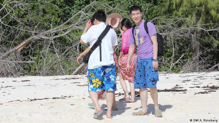 Chinese visitors to Cousin Island (Photo: DW/ A. Rönsberg)