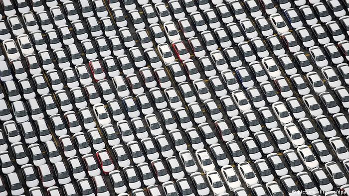 Ein Bild aus besseren Tagen: Autos der Marken Audi und BMW vor ihrer Verschiffung nach Übersee