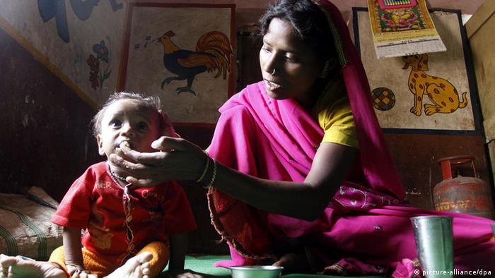 Indien Kinderarmut Armut Ernährung (picture-alliance/dpa)