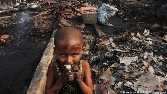 Indien Kinderarmut Armut Ernährung (Dibyangshu Sarkar/AFP/Getty Images)