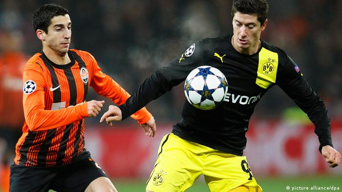 A file picture dated 13 February 2013 shows Robert Lewandowski (R) of Borussia Dortmund in action against Henrikh Mkhitaryan (L) of Shakhtar during the UEFA Champions League round of 16 first leg soccer match between Shakhtar Donetsk and Borussia Dortmund at Donbass Arena in Donetsk, Ukraine. (Photo via EPA/SERGEY DOLZHENKO)