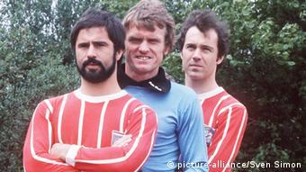 Gerd MUELLER, links, Fussballspieler, FC Bayern Muenchen, Sepp MAIER (Mitte) und Franz BECKENBAUER, halbe Figur, Halbfigur, Aufnahmedatum unbekannt, ca. 1970.