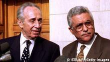 Mahmud Abbas und Shimon Peres 1993 in Kairo