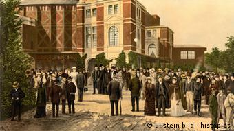 Painting of audience in front of the Festspielhaus in 1897