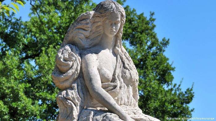 Statue der Loreley des italienischen Bildhauers Mariano Pinton aus dem Jahre 1979, Sankt Goarshausen (Foto: picture-alliance/chromorange)