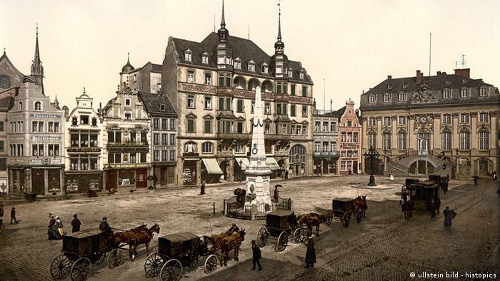 Deutschland Geschichte Bonn Marktplatz mit Altem Rathaus