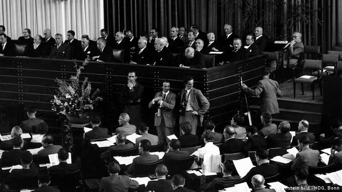 The first session of the German Bundestag after World War II was in Bonn on Sept. 7, 1949 Foto: Erna Wagner-Hehmke / Hehmke-Winterer WERBLICHE NUTZUNG NUR NACH RÜCKSPRACHE!