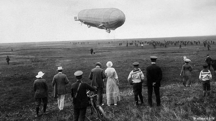 Deutschland Geschichte Luftfahrt Landung des Zeppelins Viktoria Luise in Westerland auf Sylt