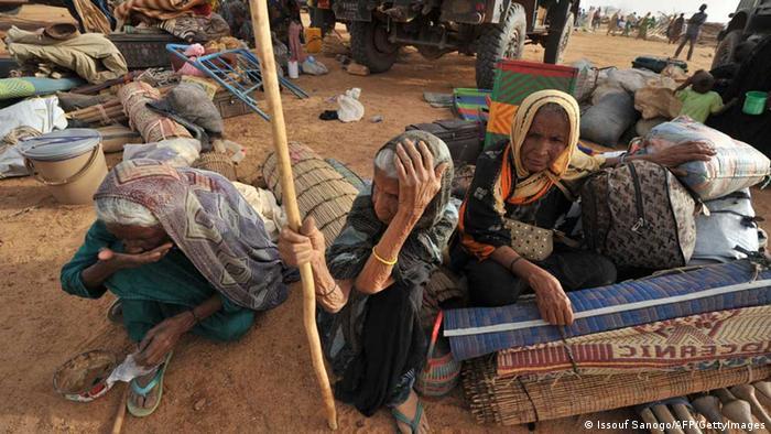 L'histoire ne cesse de se répéter : cette photo date de 2012, ces femmes venaient de fuir le Nord du Mali pour se réfugier au Niger