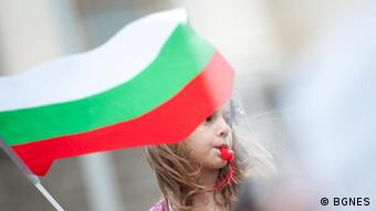 A young girl waving a Bulgarian flag during a protest march. (Photo: BGNES)