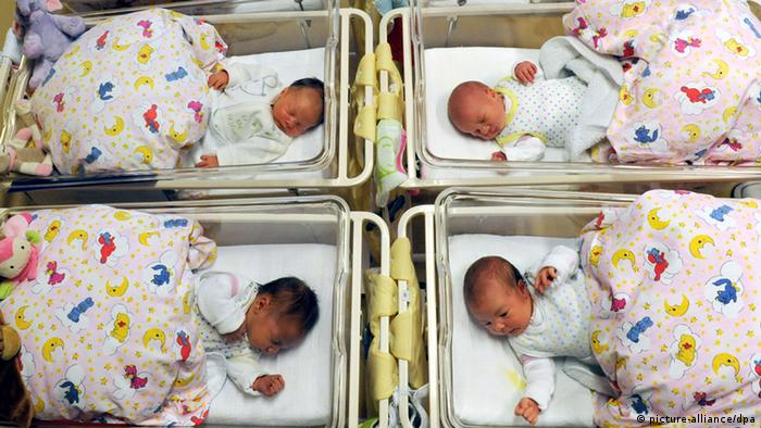 Neugeborenenstation im Krankenhaus