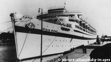 KdF-Schiff Wilhelm Gustloff im Hafen Nationalsozialismus: Kraft durch Freude (KdF). - Das KdF-Schiff Wilhelm Gustloff im Hafen.- Foto, um 1938. pixel