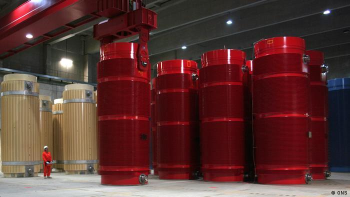 Riesige rote Castorbehälter