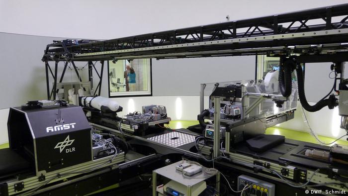 Numa centrífuga no instituto de pesquisa médica Envihab, astronautas são expostos a forças elevadas de aceleração