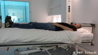 Lying in the head-low position for weeks on end helps to simulate the body's circulatory system during a space flight Copyright: Fabian Schmidt/DW