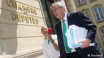 Juncker akiwasili katika bunge la Luxembourg Julai 10, 2013.