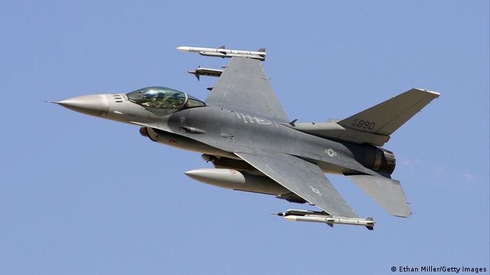 Исстребитель F16