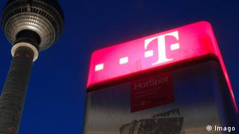 Symbolic photo of Berlin's TV tower with pink Deutsche Telekom log in the background Photo: Imago