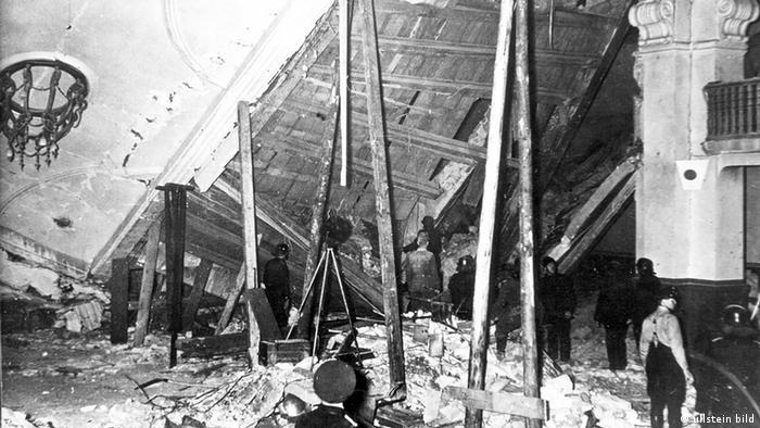 روز هشتم نوامبر ۱۹۳۹ به علت خراب شدن وضع هوا سخنرانی هیتلر نیم ساعت زودتر شروع شد و او زودتر جلسه را ترک کرد. بمب سیزده دقیقه بعد منفجر شد. از ۲۰۰ نفر حاضر در سالن، هشت نفر کشته و ۶۳ نفر مجروح شدند. السر هنگام خروج غیر قانونی از مرز سوئیس دستگیر و به مدت پنج سال بدون محاکمه زندانی و در نهایت در آوریل سال ۱۹۴۵در اردوگاه کار اجباری داخائو اعدام شد.