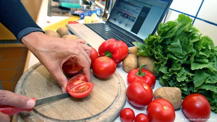 Küche Schneiden von Tomaten