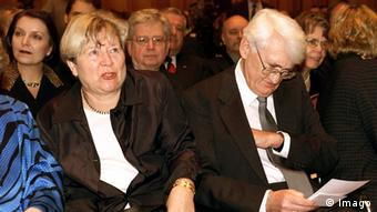 Habermas, with his wife Ute Wiesbaden, received the Hessian Culture Prize in 1999, Copyright: Imago
