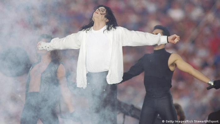 31 Jan 1993: Entertainer Michael Jackson sings at half-time during the Super Bowl X XVII game between the Buffalo Bills and the Dallas Cowboys at the Rose Bowl in Pasadena, California. The Cowboys won 52-17. Mandatory Credit: Rick Stewart /Allsport