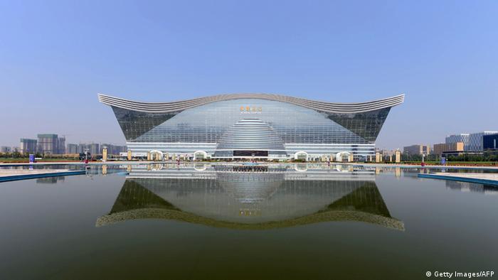 Най-големият мол в света - New Century Global в Чънду
