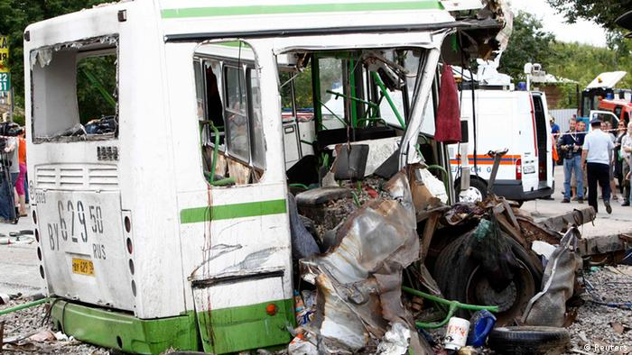 The wreckage of a bus is seen as members of the emergency services and police work at the scene of a collision between the bus and a truck outside Moscow July 13, 2013. Seventeen people were killed and many more injured on Saturday when a truck plowed into a bus in a Moscow suburb, breaking it in two, Russia's emergency ministry said. REUTERS/Sergei Karpukhin (RUSSIA - Tags: SOCIETY TRANSPORT)