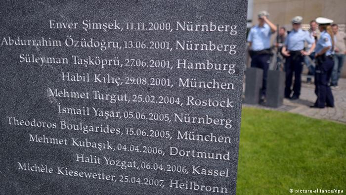 Diese Gedenktafel mit den Namen der zehn NSU-Opfer steht in Dortmund