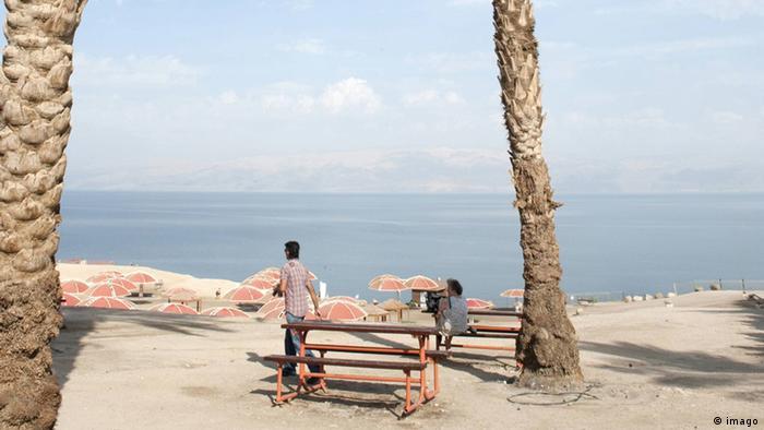 Kibbutz in Israel Totes Meer vor dem Engedi Kibbutz (imago)