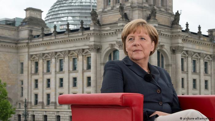 Bundeskanzlerin Angela Merkel (CDU) kommt am 14.07.2013 in Berlin zum ARD-Sommerinterview mit Ulrich Deppendorf und Rainald Becker. Foto: Soeren Stache/dpa