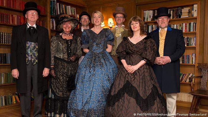 Bewohner von Kandersteg in Kleidung im Stil des 19. Jahrhunderts