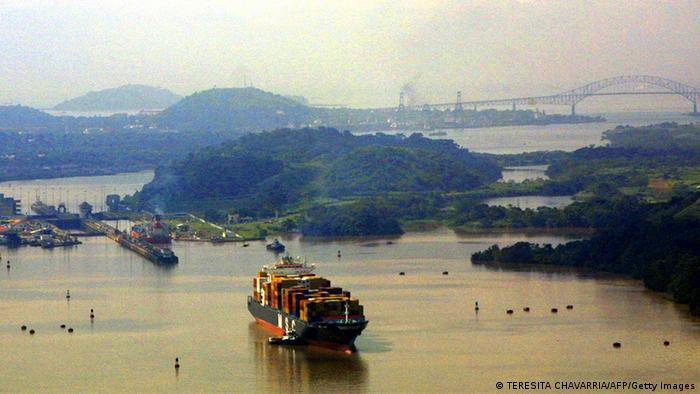 This general view taken 11 August 2004 shows a ship sailing along the Miraflores Lake in the Panama Canal. The Canal's administrator, Alberto Aleman Zubieta, announced 07 December, 2004 in a press conference in Panama City that the passage fees for container cargo ships across the canal will be raised in 65 percent during the course of the next three years. AFP PHOTO/Teresita CHAVARRIA